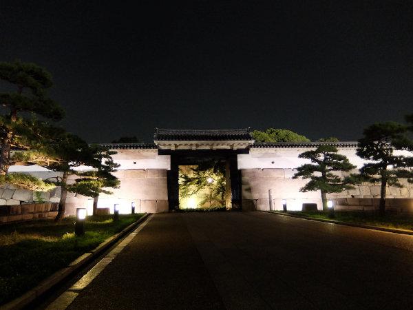 大阪城に侵入