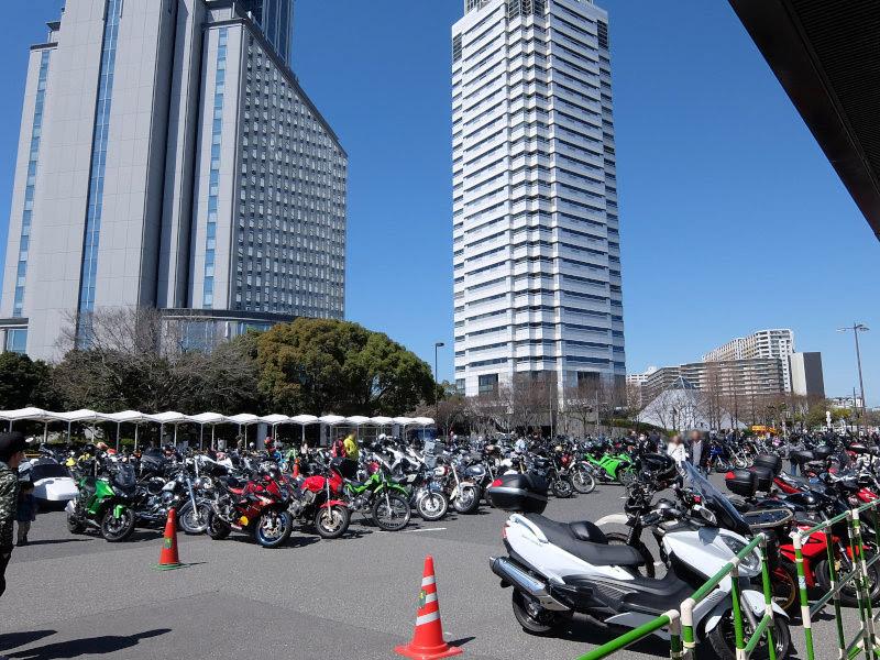 連休の最終日は大阪モーターサイクルショーに行ってきました。